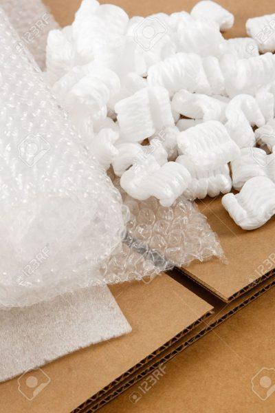 14808463-mat-riaux-d-emballage-de-protection-au-sommet-de-bo-tes-de-carton-ondul-brun-montrer-un-assortiment-banque-dimages